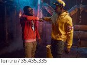 Two stylish rappers, breakdancing in studio. Стоковое фото, фотограф Tryapitsyn Sergiy / Фотобанк Лори