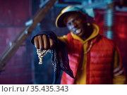 Rapper with gold chain posing in grunge studio. Стоковое фото, фотограф Tryapitsyn Sergiy / Фотобанк Лори