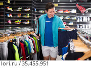 man is standing with tennis rocket and shorts. Стоковое фото, фотограф Яков Филимонов / Фотобанк Лори