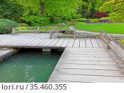 Japanischer Garten mit Teich und Terrasse. Стоковое фото, фотограф Zoonar.com/manfred2000 / easy Fotostock / Фотобанк Лори