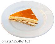 Slice of delicious cheesecake with fruity sauce served in cafeteria. Стоковое фото, фотограф Яков Филимонов / Фотобанк Лори