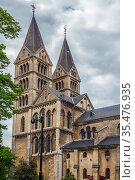 Munsterkerk (Munster) is an old 13th century Our Lady church in Roermond... Стоковое фото, фотограф Zoonar.com/Boris Breytman / easy Fotostock / Фотобанк Лори
