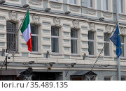 Санкт-Петербург. Флаги Италии и Европейского союза. Стоковое фото, фотограф Павел Сапожников / Фотобанк Лори