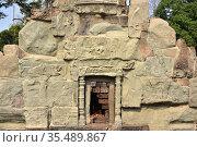 Bakong, Roluos Group. Khmer Empire, 9th century. Reliefs. Siem Reap... Стоковое фото, фотограф J M Barres / age Fotostock / Фотобанк Лори