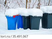 An image of some dumpster with snow. Стоковое фото, фотограф Zoonar.com/magann / easy Fotostock / Фотобанк Лори