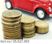 Столбики монет на фоне машины. Стоковое фото, фотограф Татьяна Т / Фотобанк Лори