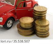 Столбики монет на фоне машины. Редакционное фото, фотограф Татьяна Т / Фотобанк Лори