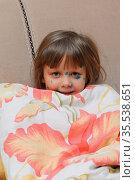 Девочка 4 лет, больная ветряной оспой, под одеялом. Стоковое фото, фотограф Цибаев Алексей / Фотобанк Лори