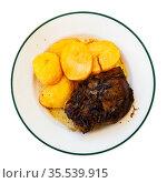 Baked pork medallions or crackers with potatoes. Стоковое фото, фотограф Яков Филимонов / Фотобанк Лори