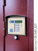 House intercom with RFID key and keypad in multi store building, close-up view. Стоковое фото, фотограф Кекяляйнен Андрей / Фотобанк Лори