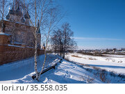 View of the village of Goritsy from the village of Dunilovo on a sunny winter day. Стоковое фото, фотограф Валерий Смирнов / Фотобанк Лори