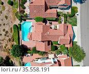 Aerial top view of middle class residential house in Rancho Bernardo... Стоковое фото, фотограф Zoonar.com/Thomas De Wever / age Fotostock / Фотобанк Лори