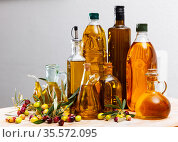 Bottled olive oil and branches with leaves and olives. Стоковое фото, фотограф Яков Филимонов / Фотобанк Лори