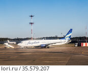 """Aircraft airline """"Yakutia"""" Boeing 737-800 """" on the airfield Vnukovo airport, Moscow, Russia (2018 год). Редакционное фото, фотограф Наталья Волкова / Фотобанк Лори"""