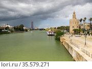 View of Guadalkivir river in Sevilla (2019 год). Стоковое фото, фотограф Юлия Белоусова / Фотобанк Лори