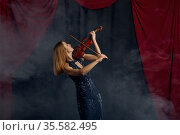 Violonist with bow and violin, solo performance. Стоковое фото, фотограф Tryapitsyn Sergiy / Фотобанк Лори