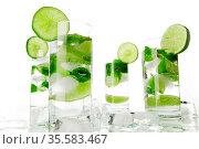 Mojito cocktails on white. Стоковое фото, фотограф Иван Михайлов / Фотобанк Лори