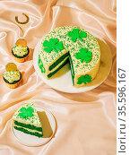 St Patricks Day sweet food concept. Sweet desserts for Saint Patrick... Стоковое фото, фотограф Zoonar.com/Olga Sergeeva / easy Fotostock / Фотобанк Лори