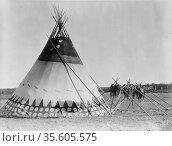 Tepee, Alberta, Canada, 1927.  Photograph by Edward Curtis (1868-... Редакционное фото, агентство World History Archive / Фотобанк Лори
