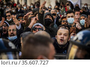 Street vendors, estaurant owners and shop owners protest against ... Редакционное фото, фотограф Alessandro Serrano' / AGF/Alessandro Serrano' / / age Fotostock / Фотобанк Лори