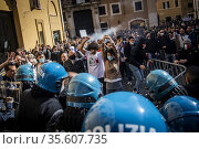 A moment of clashes between demonstrators and police in front of ... Редакционное фото, фотограф Alessandro Serrano' / AGF/Alessandro Serrano' / / age Fotostock / Фотобанк Лори