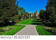 Hofgarten und Schloss in Öhringen, Hohenlohekreis, Baden Württemberg. Стоковое фото, фотограф Zoonar.com/Jürgen Vogt / easy Fotostock / Фотобанк Лори