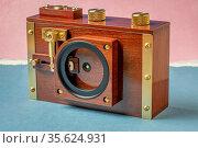 Medium format film pinhole camera with filter mount and shutter mechanism... Стоковое фото, фотограф Zoonar.com/Marek Uliasz / age Fotostock / Фотобанк Лори