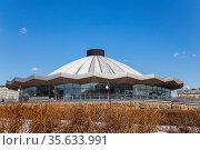 Big Moscow Circus on Vernadskogo Prospekt (Moscow State Circus), sunny winter day, Russia. Стоковое фото, фотограф Владимир Журавлев / Фотобанк Лори