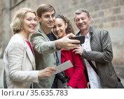 tourists taking selfie on old street of European city. Стоковое фото, фотограф Татьяна Яцевич / Фотобанк Лори