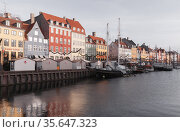 Nyhavn or New Harbour view on a sunny day (2017 год). Редакционное фото, фотограф EugeneSergeev / Фотобанк Лори