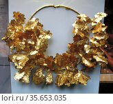 Gold oak wreath with a bee and two cicadas.  350-300 BC.  Said to... Редакционное фото, агентство World History Archive / Фотобанк Лори