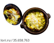Appetizing roast with potatoes, served in clay pot. Стоковое фото, фотограф Яков Филимонов / Фотобанк Лори