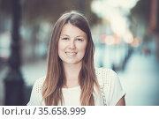 Closeup portrait of young stylish girl outdoors. Стоковое фото, фотограф Яков Филимонов / Фотобанк Лори
