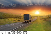 Truck moves along a suburban highway at sunset. Стоковое фото, фотограф Юрий Бизгаймер / Фотобанк Лори