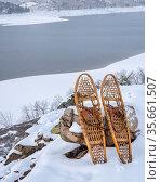 Classic snowshoes in winter scenery of Horsetooth Reservoir in northern... Стоковое фото, фотограф Zoonar.com/Marek Uliasz / easy Fotostock / Фотобанк Лори