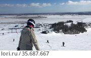 Вид сверху на горнолыжный курорт Туутари. Санкт-Петербург. Редакционное видео, видеограф Кекяляйнен Андрей / Фотобанк Лори