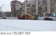 Уборка снега с автомобильных дорог города. Редакционное видео, видеограф Кекяляйнен Андрей / Фотобанк Лори
