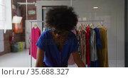 Portrait of african american female fashion designer looking to camera and smiling. Стоковое видео, агентство Wavebreak Media / Фотобанк Лори