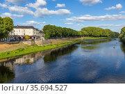 Шинон, Франция. Живописный пейзаж реки Вьенна (Vienne) (2017 год). Редакционное фото, фотограф Rokhin Valery / Фотобанк Лори