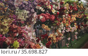 artificial flowers prepared for sale on display in shop. Стоковое видео, видеограф Яков Филимонов / Фотобанк Лори