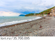 A deserted beach on the Black Sea coast   Seashore with a beach with almost no people. Стоковое фото, фотограф Владимир Ушаров / Фотобанк Лори
