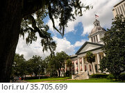 Security Barriers Protect The State Capital Building in Tallahassee... Стоковое фото, фотограф Zoonar.com/Christopher Boswell / easy Fotostock / Фотобанк Лори