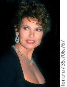 Raquel Welch 1990, Photo By John Barrett/PHOTOlink (2008 год). Редакционное фото, фотограф Photo By John Barrett/PHOTOlink / age Fotostock / Фотобанк Лори