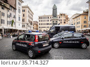 Carabinieri controls at Campo dei Fiori on the first day of reopening... Редакционное фото, фотограф Alessandro Serrano' / AGF/Alessandro Serrano' / / age Fotostock / Фотобанк Лори