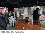 Урна с прахом Ирины Моисеевой на Новодевичьем кладбище в Москве. Редакционное фото, фотограф Дмитрий Неумоин / Фотобанк Лори