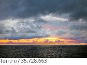 Sonnenuntergang ueber dem Nordatlantik, Europa. Стоковое фото, фотограф Zoonar.com/Stefan Ziese / age Fotostock / Фотобанк Лори