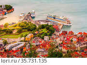 Bergen, Norway - July 30, 2018: Aerial cityscape view with colorful... Стоковое фото, фотограф Zoonar.com/Nataliya_Nazarova{} / age Fotostock / Фотобанк Лори