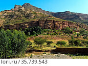 Berglandschaft im Gheralta Gebirge, bei Hawzien, Tigray, Äthiopien... Стоковое фото, фотограф Zoonar.com/Georg_A / age Fotostock / Фотобанк Лори