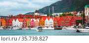 Bergen, Norway - July 30, 2018: City street panoramic banner of Bryggen... Стоковое фото, фотограф Zoonar.com/Nataliya_Nazarova{} / age Fotostock / Фотобанк Лори