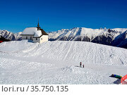 A Chapel in the Alps in Winter with a view over the mountains in ... Стоковое фото, фотограф Neil Harrison / age Fotostock / Фотобанк Лори